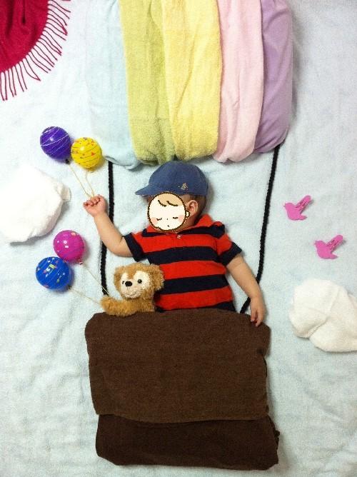 寝相アート 気球